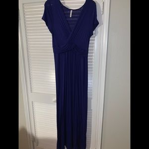 Dresses & Skirts - Gilli maxi dress size large